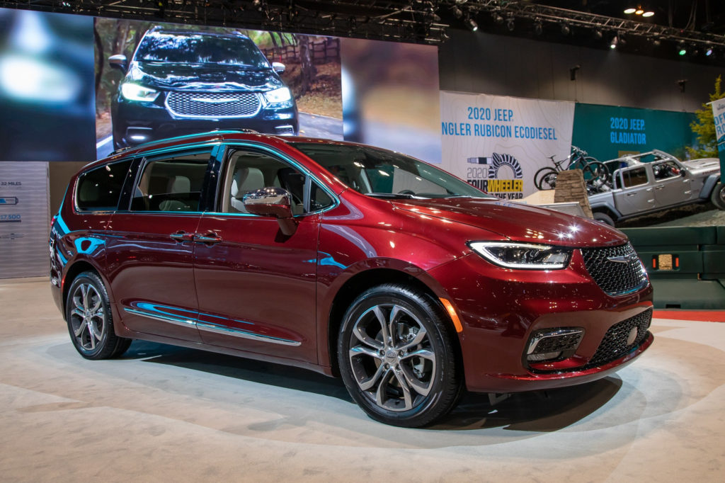 Auto Show Face Off 2021 Chrysler Pacifica Vs 2020 Honda