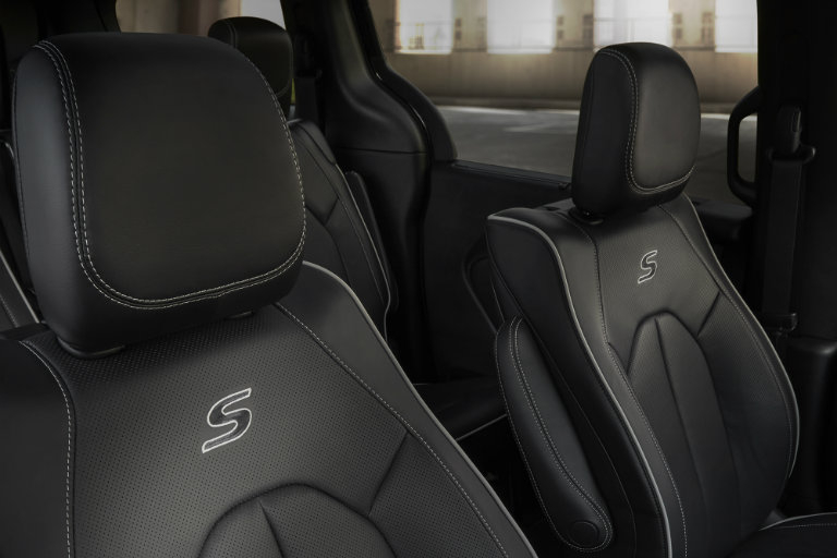 What Features Are Available With The 2018 Chrysler