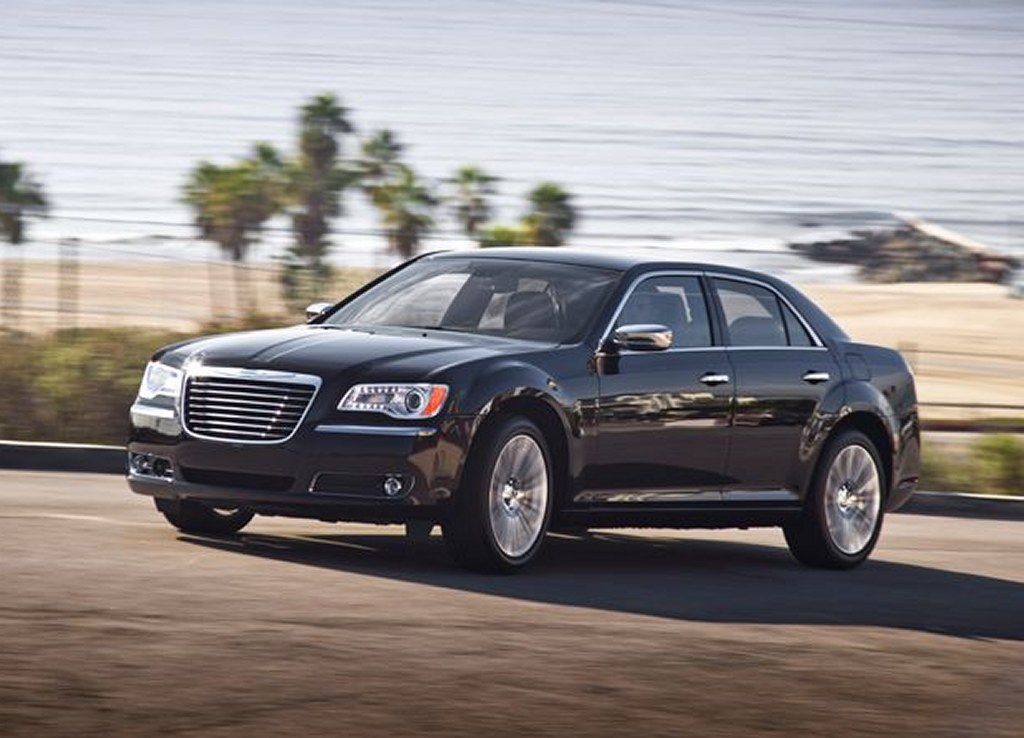 Chrysler 300C 2011 First Photos Released Drive Arabia
