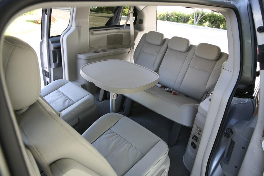 2010 Chrysler Town Country Reviews Specs And Prices