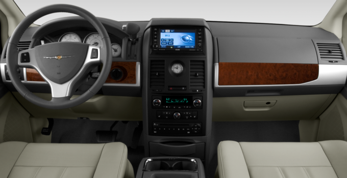 2010 Chrysler Town Country Reviews And Rating Motor Trend