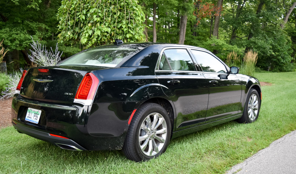 Review 2016 Chrysler 300 Limited